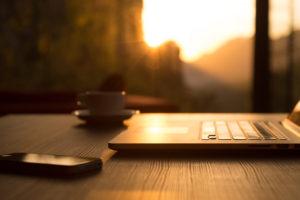 Tecnologia para contratar abogados especialistas en Internet