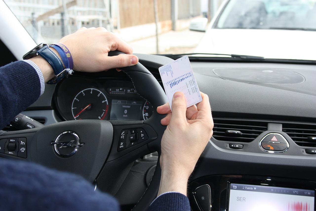 Permisos de conducir validos en Espana