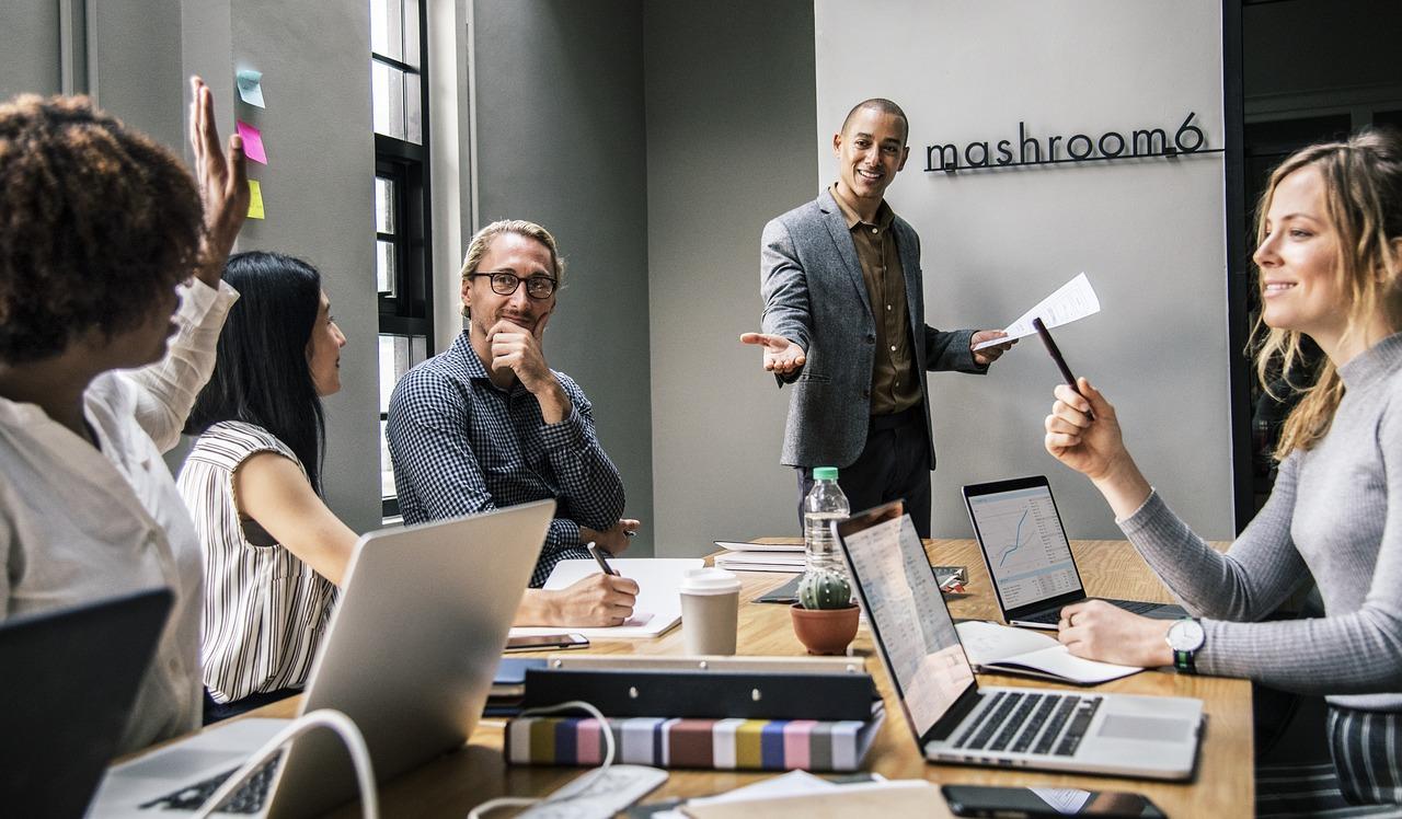 destacar abogados expertos en internet